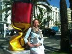 id:1099 : 2011-09-12/thumbs/my_german_bonbon_inez_in_front_of_hotel_martinez,_dannes,_frande_(500_x_375).jpg